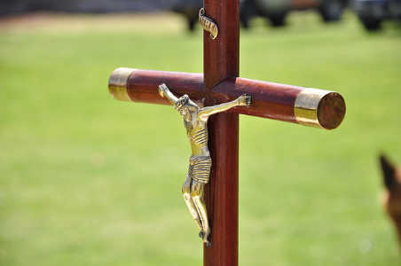 Embrace the Crucifix instead of a plain cross? What's a Catholic to do?